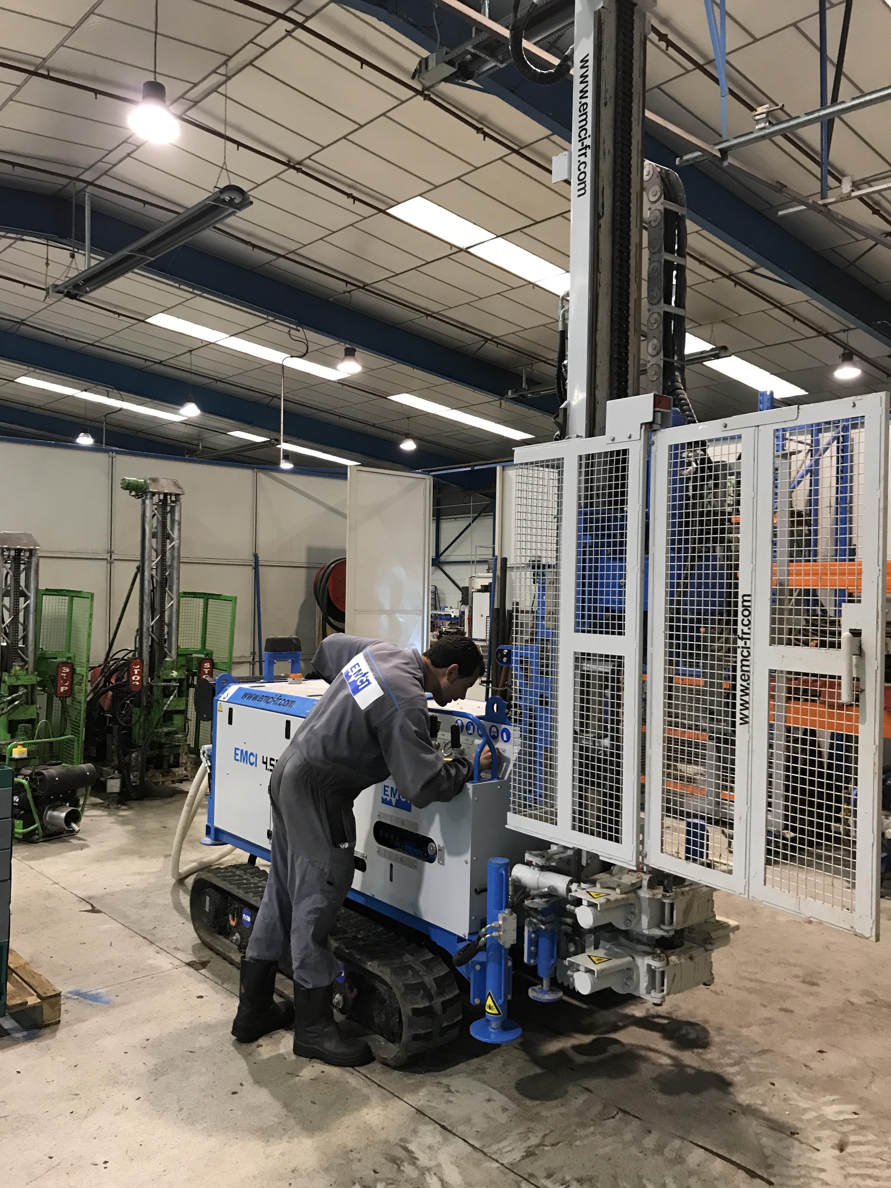 SAV EMCI - Nous assurons le dépannage sur site et la maintenance régulière dans nos ateliers de façon à vous proposer un service global. Les pièces de nos machines sont disponibles dans nos ateliers afin de limiter au maximum l'immobilisation du matériel en cas de panne.